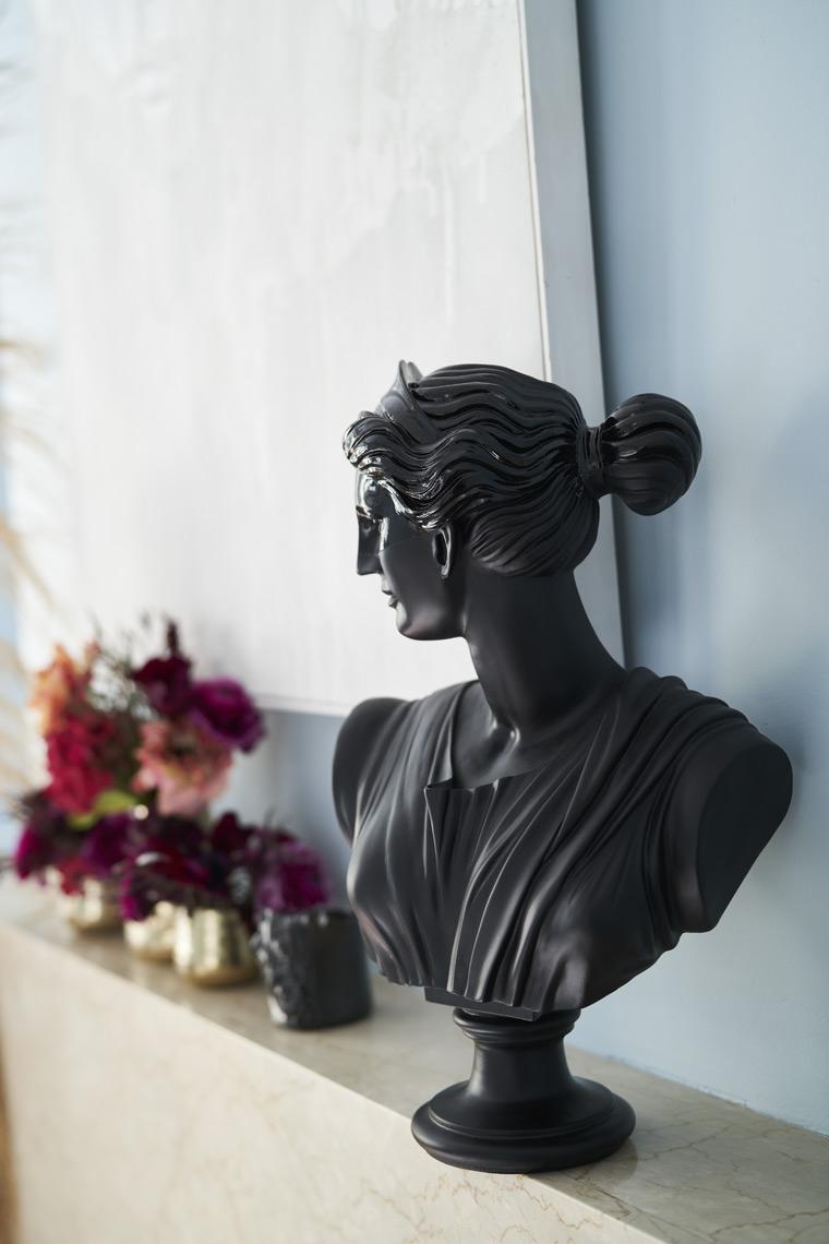 rterior-studio-los-angeles-ca-edwardian-beauty-decor-details-woman-sculpture-looking-away