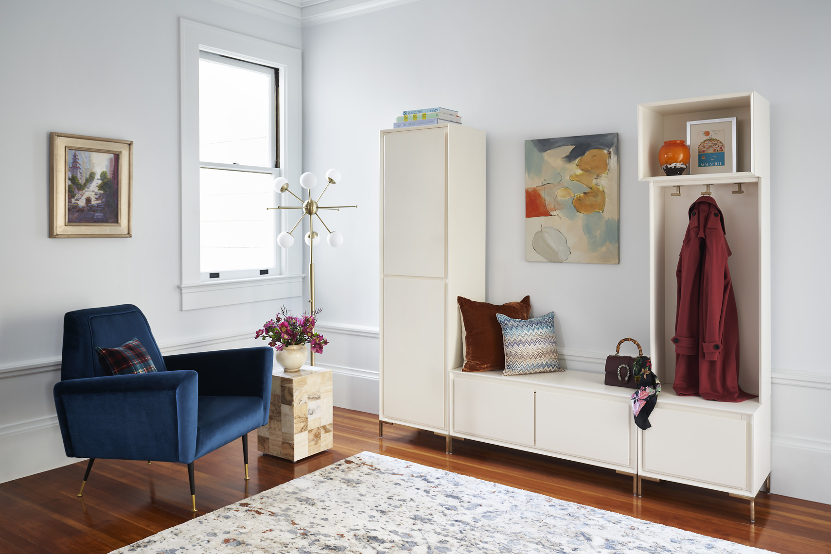 rterior-studio-los-angeles-ca-edwardian-beauty-entry-way-with-accent-chair-organization-area