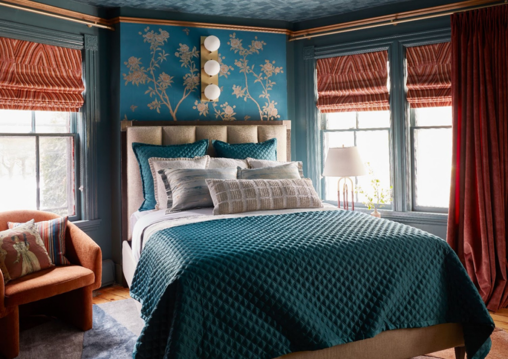 rterior-studio-downtown-la-emperess-quarters-blue-teal-bedroom-gold-contrast-in-molding