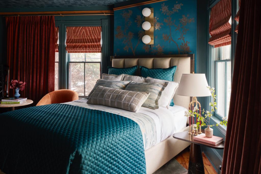 rterior-studio-downtown-la-statement-lighting-elements-in-luxury-bedroom-lamps-sconces